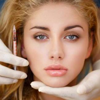 Trattamento enzimatico per lassità cutanea di viso e collo